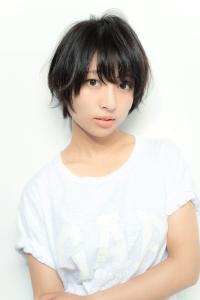 黒髪ショート (2)