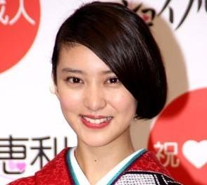 武井咲まとめ髪 (1)